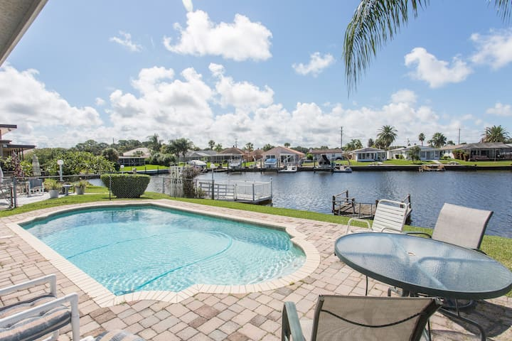 Gulf Harbors Getaway Home with Pool - New Port Richey - Ev