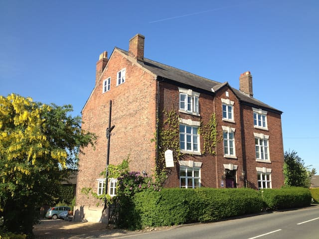 B&B Whole House nr Knutsford - Pickmere - Bed & Breakfast
