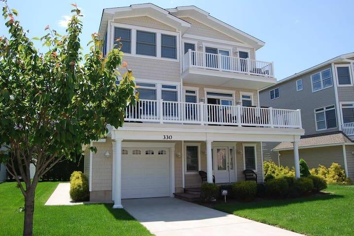 Amazing Shore House!!! Beach Block! Very Clean. - Brigantine - Casa