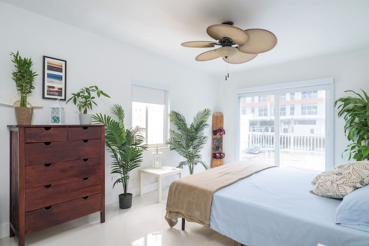 Tranquil Bedroom On The Water - Miami Beach - Ev