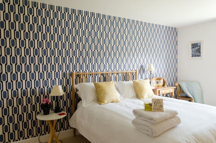 No. 12 B & b luxury bedroom - Lyme Regis - Bed & Breakfast