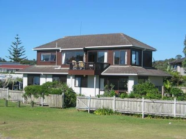 Matapouri Beach House - Matapouri - Huis