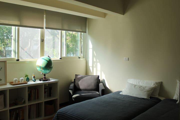 Artist's cozy flat 太原綠園道旁2F舒適公寓套房 - North District