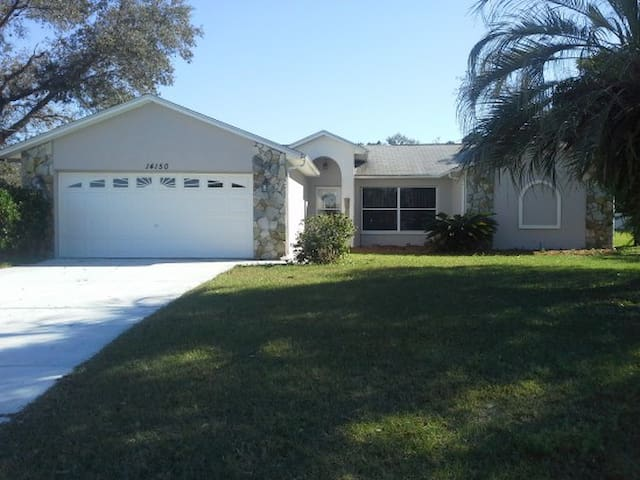 Spacious Home with Heated Pool - Spring Hill - Dom