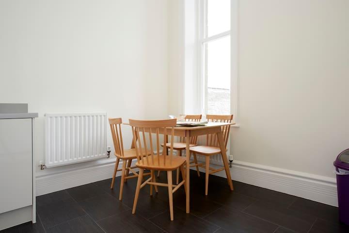 Converted Victorian Apartment - Menston - Apartamento