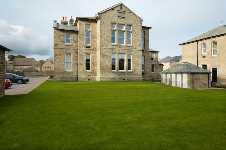 Converted Victorian Apartment - Menston - Appartement