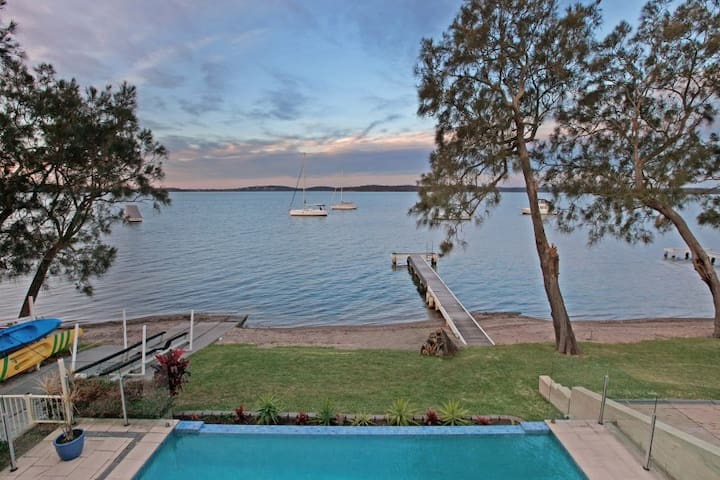 Waterfront Luxurious Holiday Escape - Balcolyn - Huis