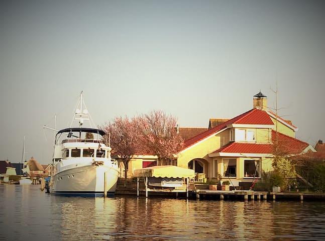 Luxe Villa aan open water - Lemmer - Huvila