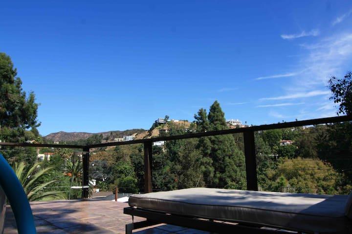 Hollywood Hills Stylish Modern Home - Los Angeles - Talo