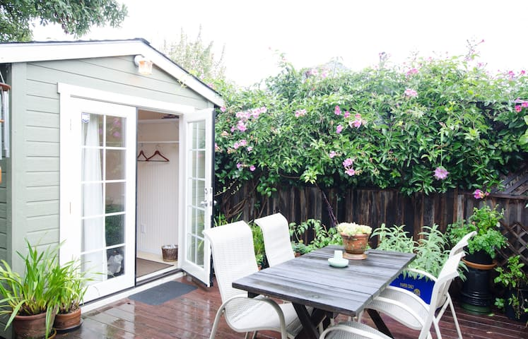Private backyard cottage  - Oakland - Talo
