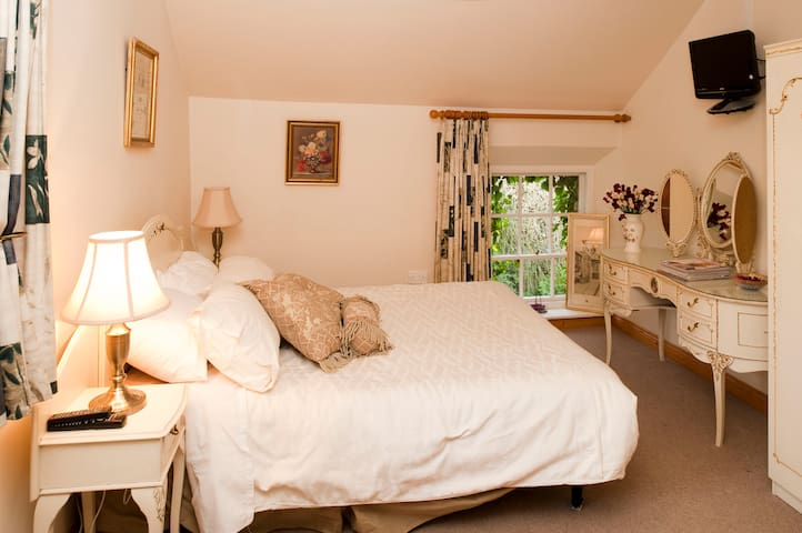 Room in B&B close to Naas & Dublin - Naas - Lägenhet