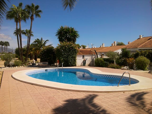 Beautiful row house near Benidorm - La Nucia - Leilighet