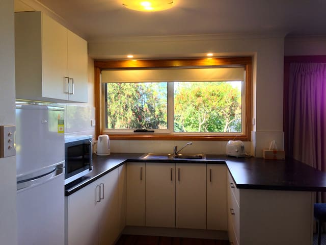 Lovely Self Contained Apartment - West Launceston - Daire
