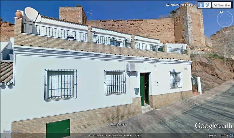 Niebla  (Huelva) murallas almorávides y río Tinto - Niebla - Huis