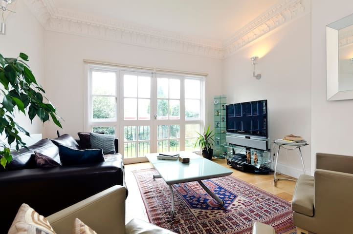 Bright guest room in gay household - Londres - Apartamento