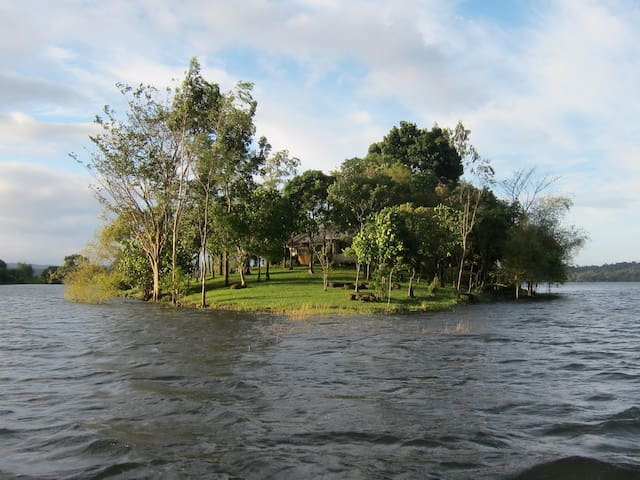 Your own Island in lake near Manila - Cavinti - Huis