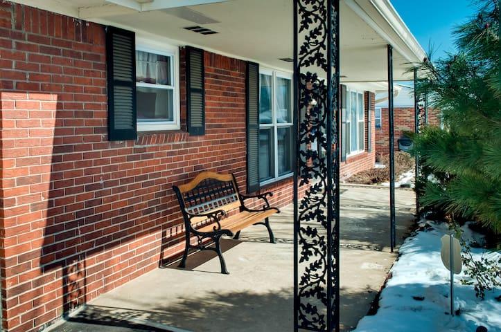 Cozy Home Near WashingtonUniversity - St. Louis - Hus