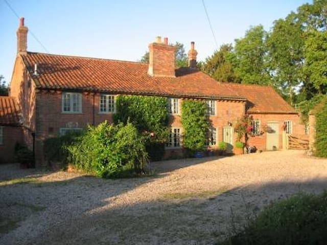 Walnut Tree House B&B near Norwich - North Tuddenham, East Dereham - Bed & Breakfast