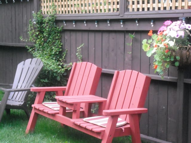Garden Oasis in Downtown Dartmouth - Dartmouth - Leilighet