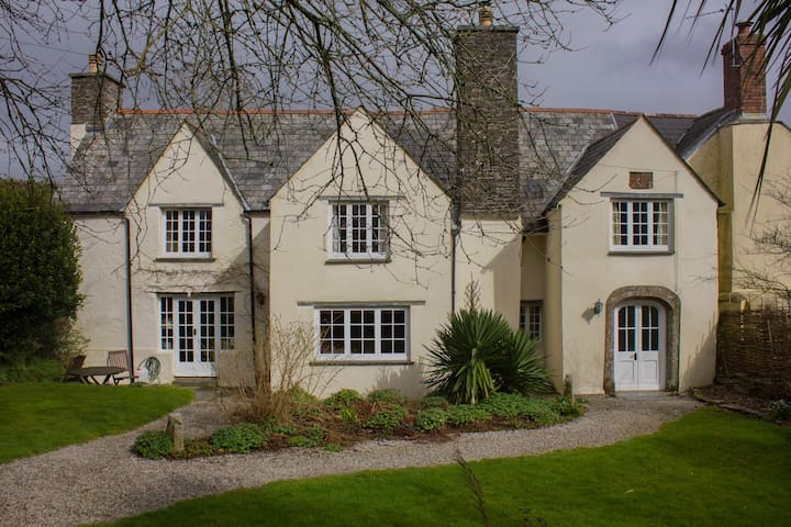 17th C Manor Farm - Double Room 1 - Pengover Green - Huis