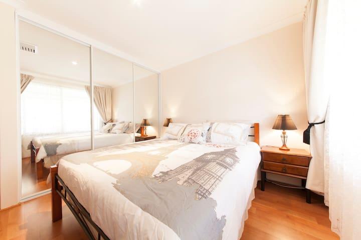 Parkside Suites B&B Entire Suite - Success - Bed & Breakfast
