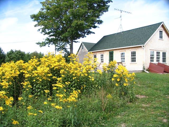 Farmhouse cape escape - Perry - Huis