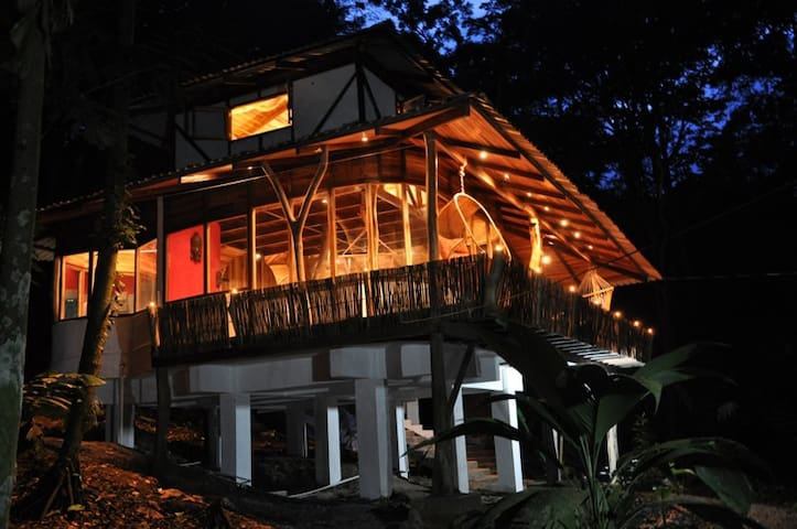 Designer junglehouses with jacuzzi! - Puerto Viejo - Huis