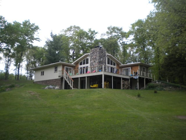 LAKEFRONT COTTAGE-woods and privacy - Howell - Дом