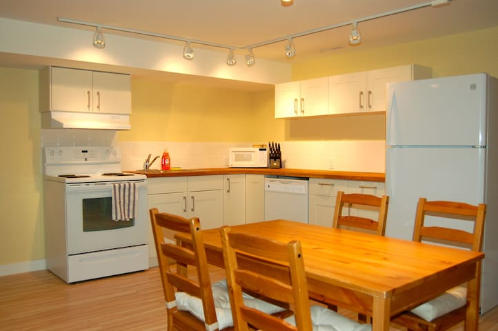 Two Bedroom Apartment - Banff - Byt