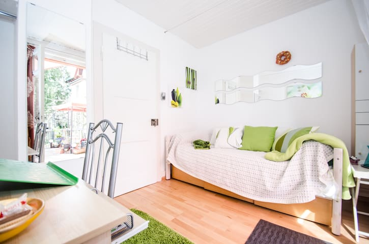 Green Terrace, Sunny Single Room - Dornach - Bed & Breakfast