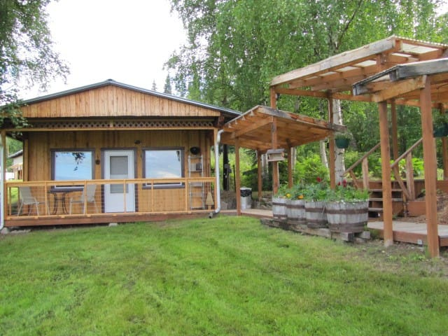 The Farm Cottage-Arctic Roots Farm - Fairbanks - Cabin