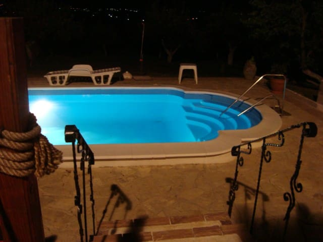House with a swimming pool - Barajevo - Huis