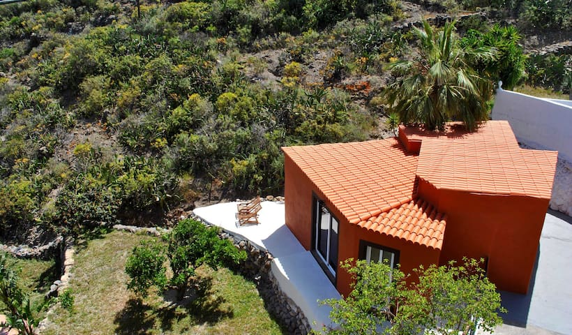 COTTAGE OVERLOOKING THE OCEAN - Granadilla