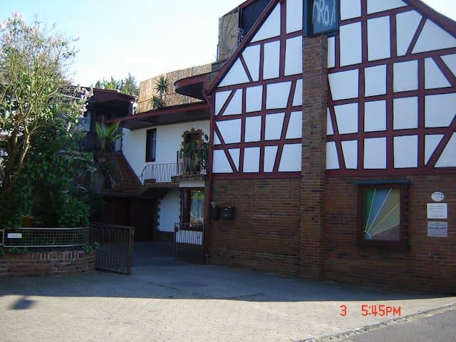 Einzelzimmer mit TV, WiFi eigener Eingang - Bad Breisig - Casa