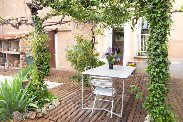 """""""Chez Noeleen"""" Old Winemakers House - Puisserguier - Rumah"""