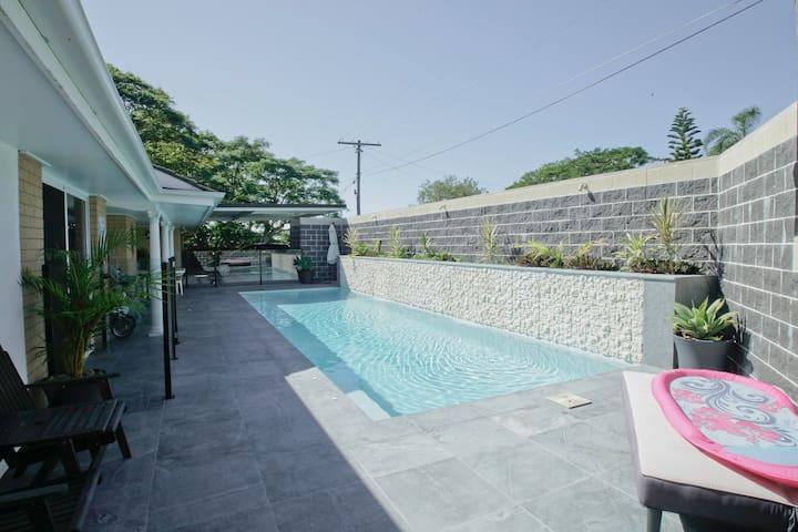 Poolside Family Suite-Wifi - Walk to Beach n Bus! - Tugun - Suite tamu