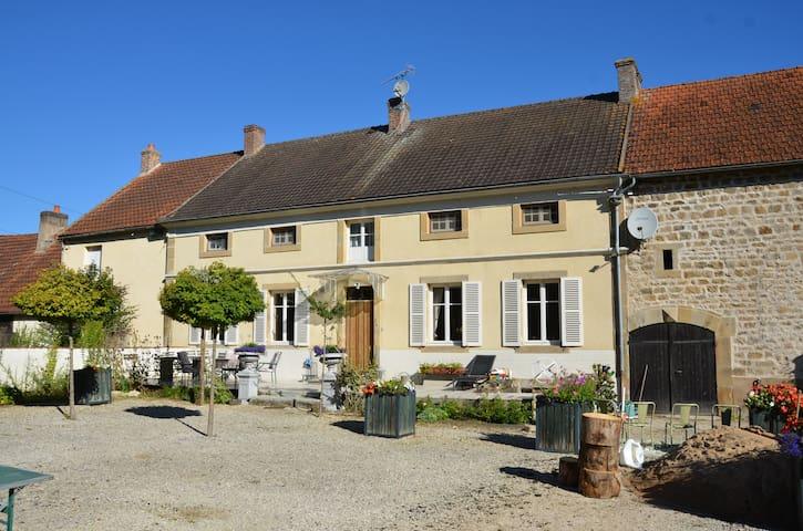 """Maison de Maître """"La Terre"""" 'Gouden kamer' - Saint-Léger-du-Bois"""