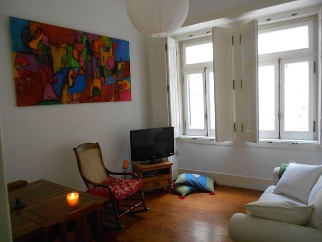 Cozy Flat at Bica/ Bairro Alto - Lissabon - Lägenhet
