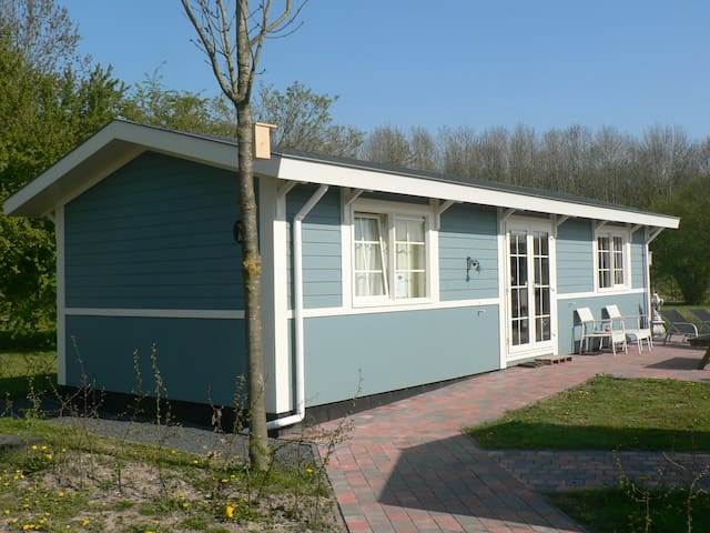 Lovely chalet designed for naturist - Zeewolde - Chalet