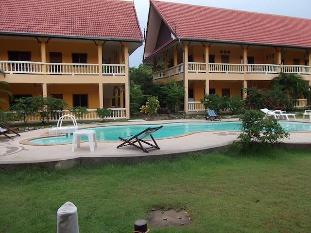 In Ao nang with pool near the beach - Ao Nang - Apartamento