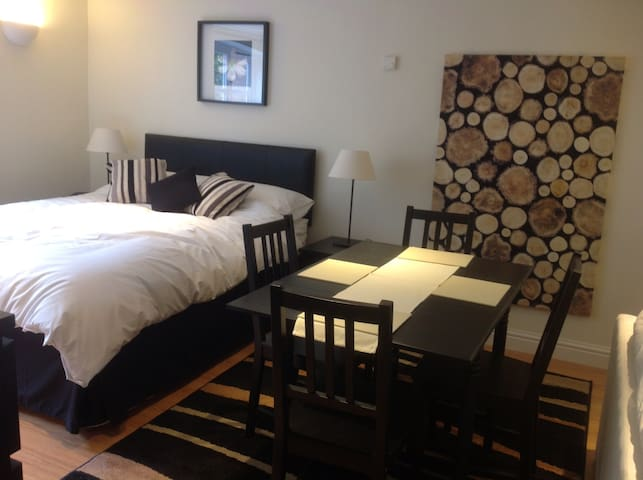 Charming and Cozy Suite - Worcester - Overig