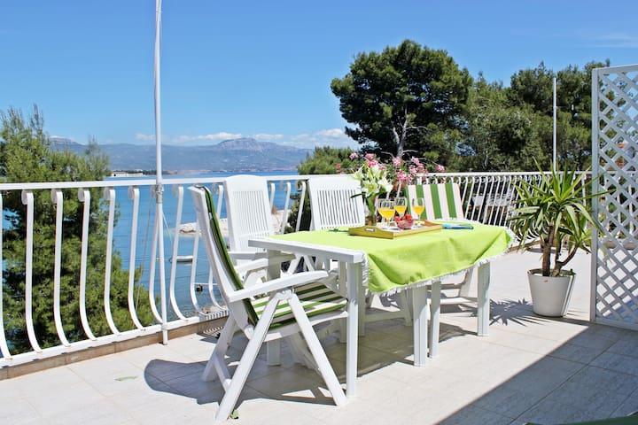Cozy studio apt right by the  beach - Trogir - Daire