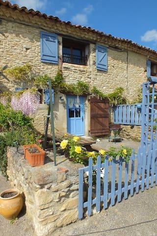 Etable charming gite Lauragais - Villeneuve-la-Comptal - Apartemen