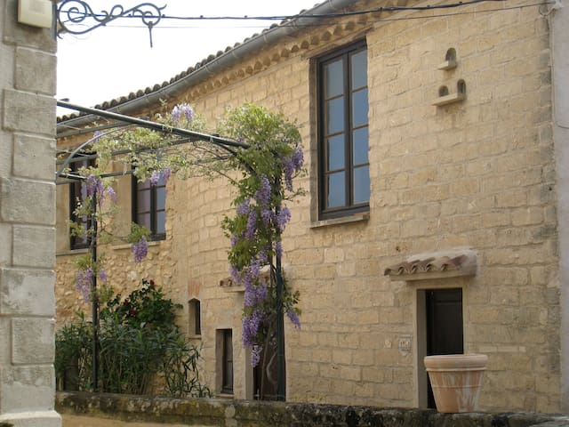 Charming & bright flat in Languedoc - Lagamas - Wohnung