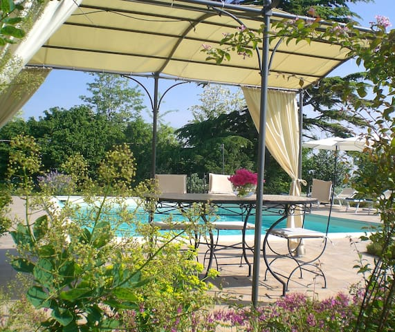 appartamento con terrazza e piscina - San Salvatore Monferrato - Appartement