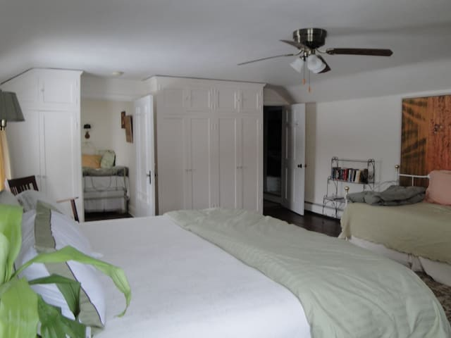 Ye Olde Manor House Manor Suite - Elkhorn - Bed & Breakfast