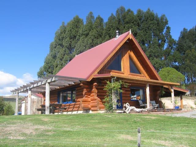 Tree Hut Cottage, near Masterton,  - Te Ore Ore - Houten huisje