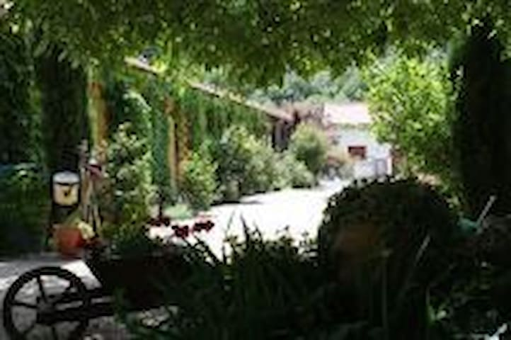 Chambres d'Hotes Catalonia France - Sahorre - Bed & Breakfast