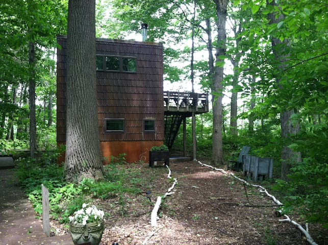 Modern Treehouse, 60 miles from Chi - Michigan City - Hus