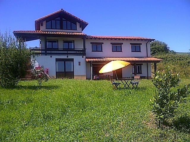 Enjoy Cantabria countryside&beach - Santillana del Mar - Hus